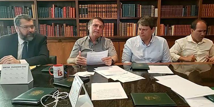 Norma de pesagem é revisada e caminhoneiro pagará menos, diz ministro (© Reprodução Facebook/Jair Bolsonaro)