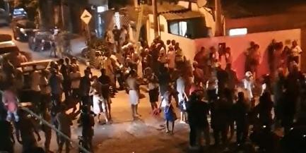 Vida noturna em Bertioga: Contraste entre comércio fechado e aglomeração em baile funk gera revolta
