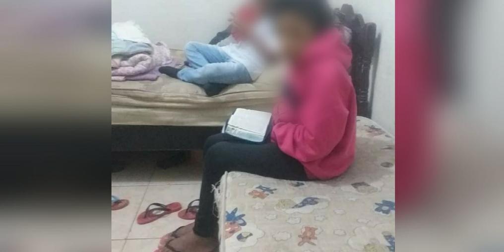 Criança e morta pela própria mãe (Reprodução/Facebook)