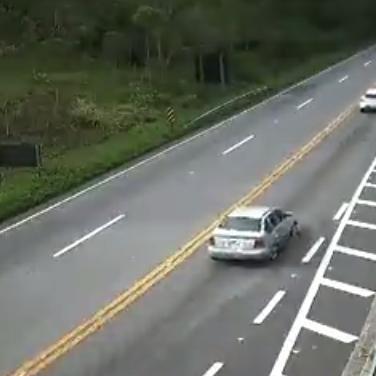 Câmeras do DER mostram o km 90, no final da serra, em direção à Bertioga