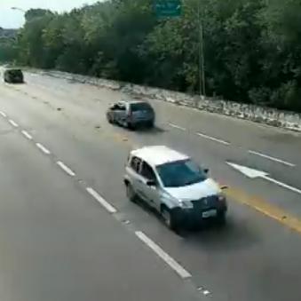 Câmeras do DER mostram o viaduto Mário Covas - km 214, na altura de Bertioga