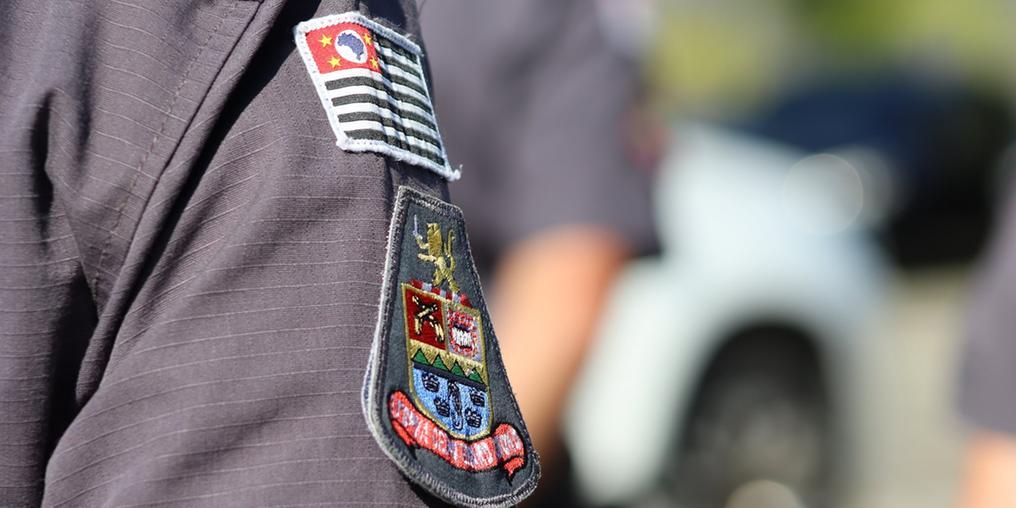 Policiais conseguiram prender traficante no bairro Perequê-Mirim (Foto: Vigésimo BPMI)