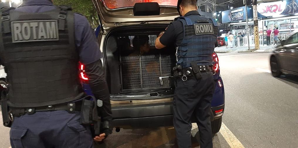 Dupla é presa em flagrante por roubo de moto em São Vicente (SP) (Foto: Divulgação PMSV)
