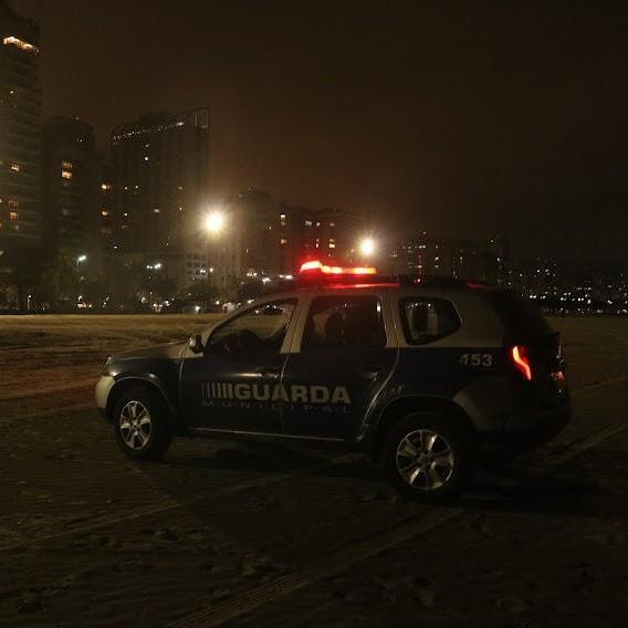 Homem é capturado após furto na orla da praia de Santos (SP)