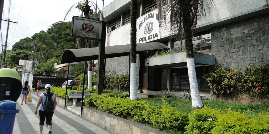Polícia procura suspeito por assassinato em bar na Enseada