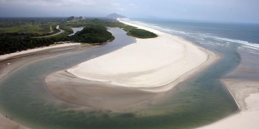 Bertioga: conheça a nativa e estonteante Praia de Itaguaré